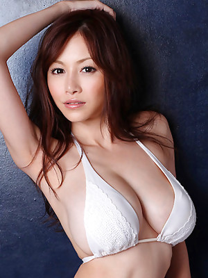 Anri Sugihara Asian with huge jugs loves colorful bath suits