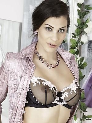 Roxy Mendez Tutorial in nylon