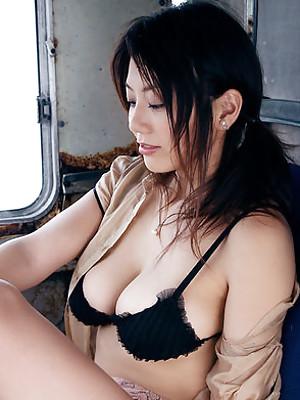 Hitomi Aizawa hot lingerie and bikini model teasing us
