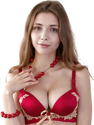Mila Azul Red Pearl