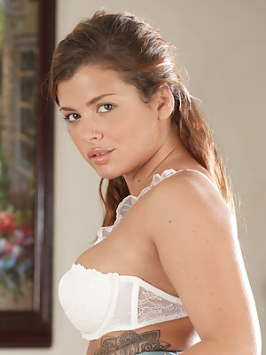 Keisha Grey Cutie Gets Playful