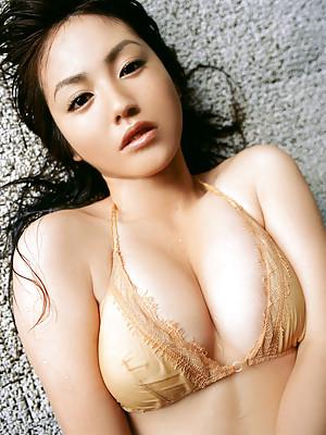 Steamy gravure idol hottie displays her big busty boobs in bikini