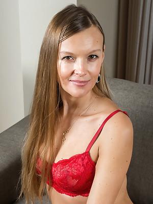 Devina Lusty Beauty