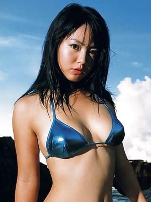 Titillating gravure idol steaming it up in a skimpy blue bikini